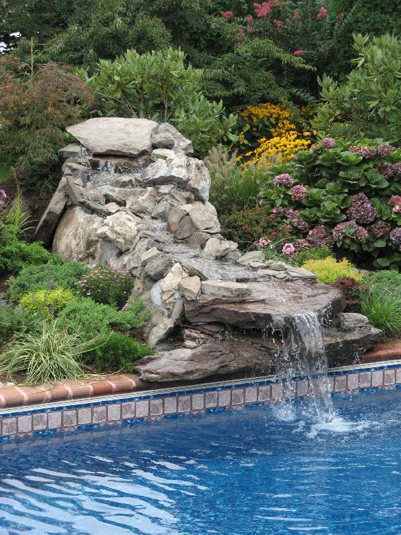 Thinking of building a waterfall pond and don't know where to start? Find the information you need at WATERFALL-PONDS.COM